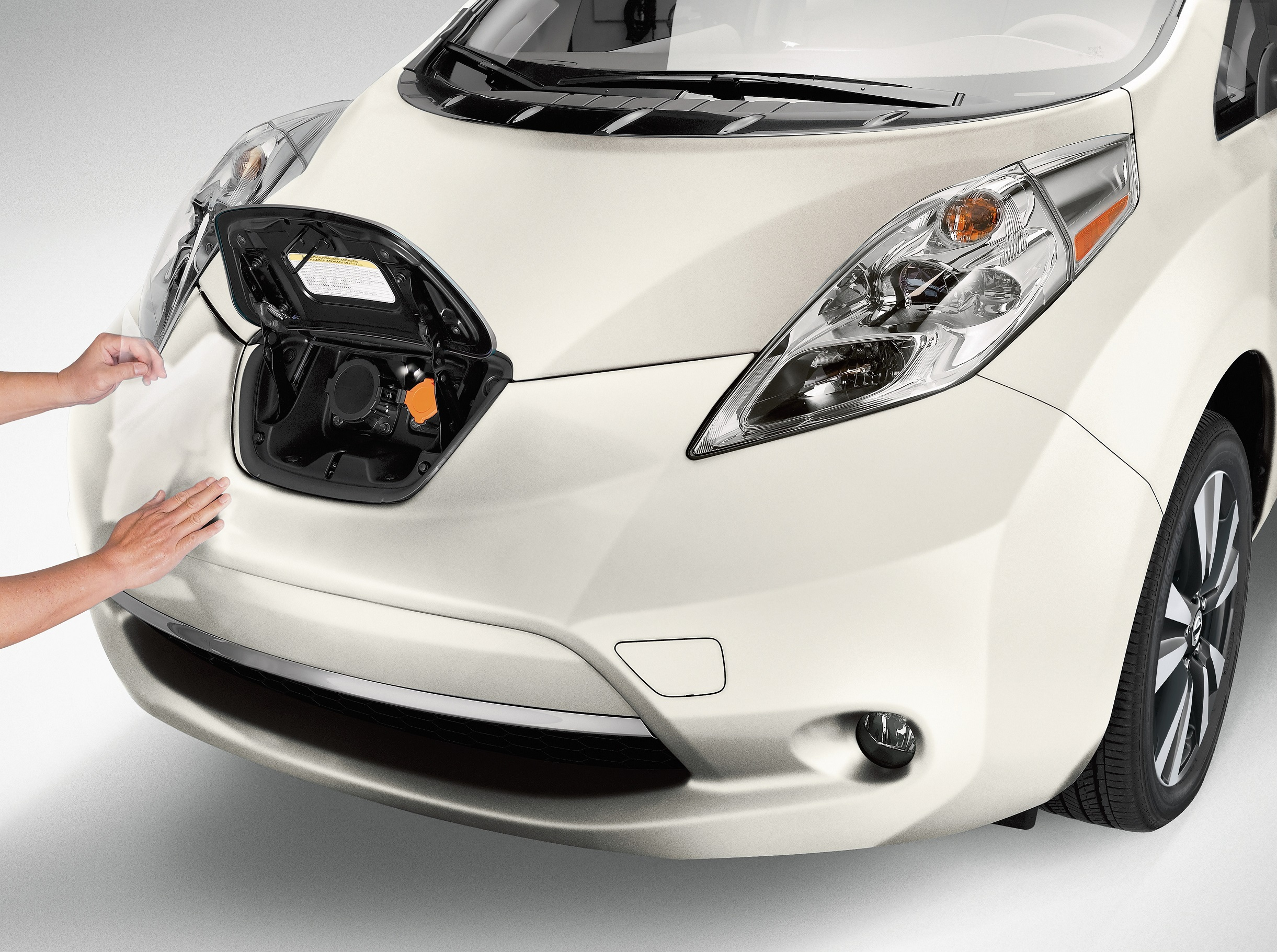 Nissan leaf gas station takeover helps drivers kick gas for 80kw ac synchronous electric motor